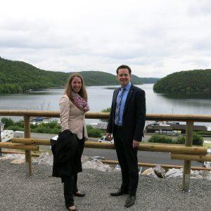Dr. Daniela Sommer mit Kollegen Tobias Eckert am Edersee