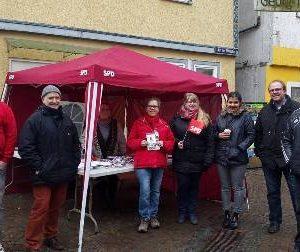 Wahlkampfstand in Frankenberg mit Dr. Daniela Sommer
