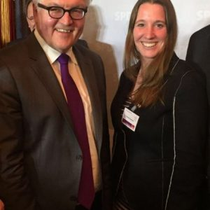 Dr. Daniela Sommer mit Frank-Walter Steinmeier, Bundesaußenminister und Kandidat für das Amt des Bundespräsidenten